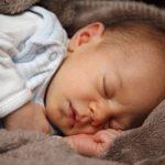 赤ちゃんを寝かしつけるやり方